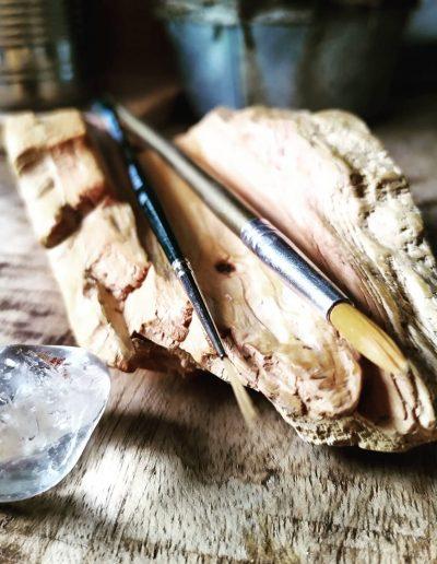 Uitgesneden houten houder